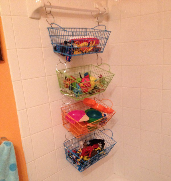 How to store and organize kid 39 s bath toys my child magazine for Aprovechar espacios pequenos