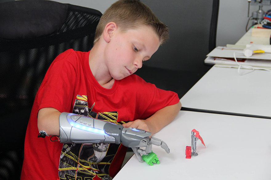 how to make a prosthetic hand out of cardboard
